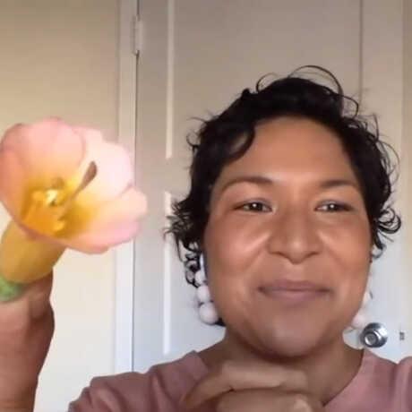 Screenshot of Nathalie Nagalingum doing a botany livestream